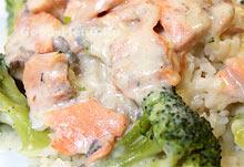 Лосось с брокколи под сливочным соусом
